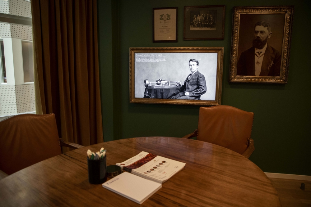 """Groth & Co. Konferensrum inspirerat från 1800-talet. Skärm 43"""" från Samsung."""