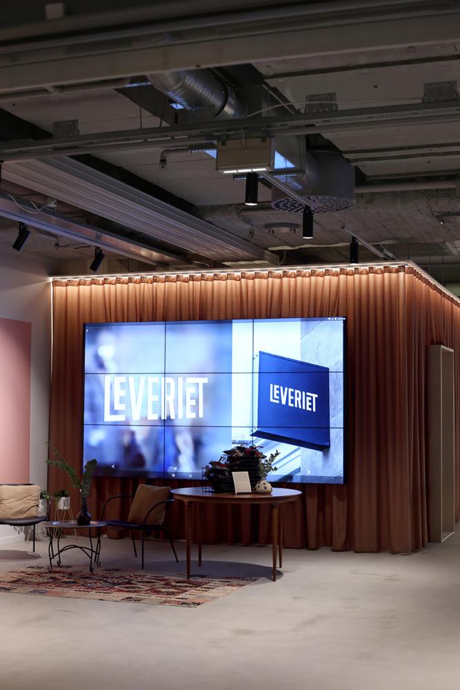 """Leveriet. Videovägg, 9 stycken skärmar (46"""") från Samsung. Foto: Arkitekt Koncept"""