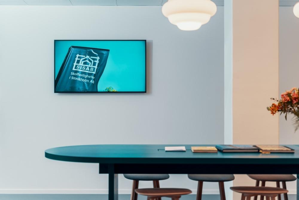 "SISAB. Konferensrum, skärm (55"") från Samsung."