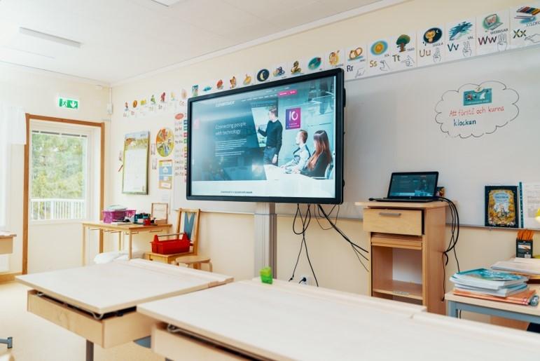 """Tibble Friskola. Interaktiv pekskärm (75"""") i klassrummen. Från Clevertouch."""